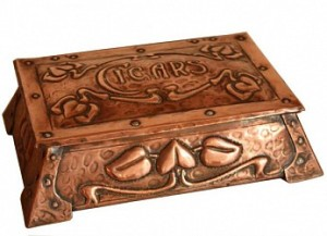 ARTS AND CRAFTS CIGAR BOX BY POOL of HAYLE 1