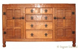 WILF SQUIRRELMAN HUTCHINSON OF HUSTHWAITE ADZED OAK 5 DRAWER SIDEBOARD 1
